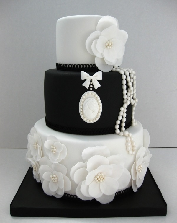 chrome_hearts_BeautifulblackandwhiteweddingcakeChanelCutestCakes_1701