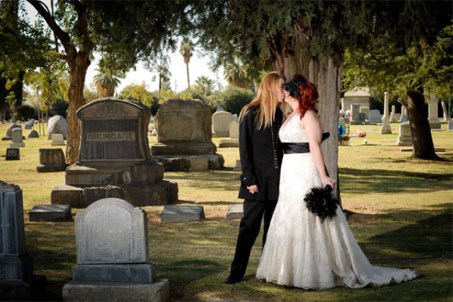 wedding-photos-cemetery-600