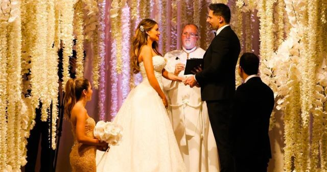 sofia-vergara-joe-manganiello-wedding-zoom-55005bd8-11da-401b-9b85-93b9a21aaf54